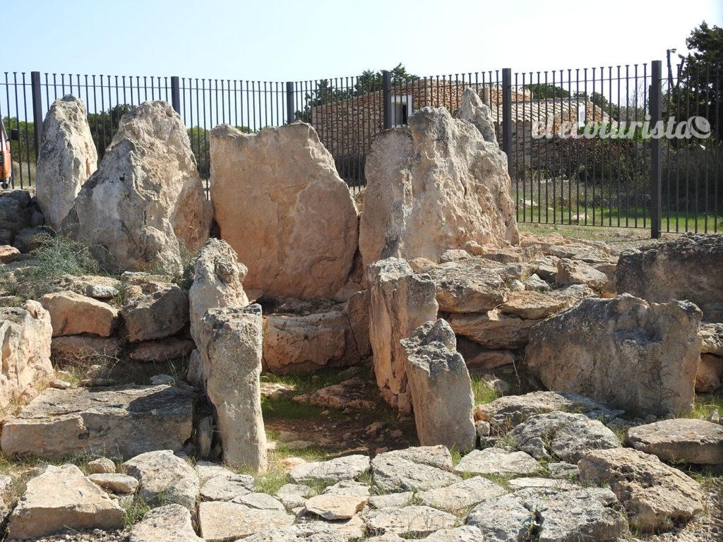 "alt=""sepulcro megalítico de ca na Costa"""